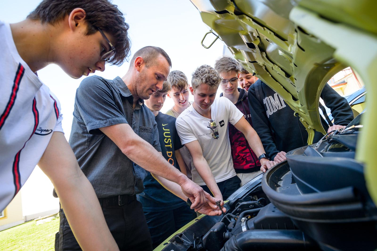 kia auta pro střední školy | VOŠ, SPŠ a OA Čáslav